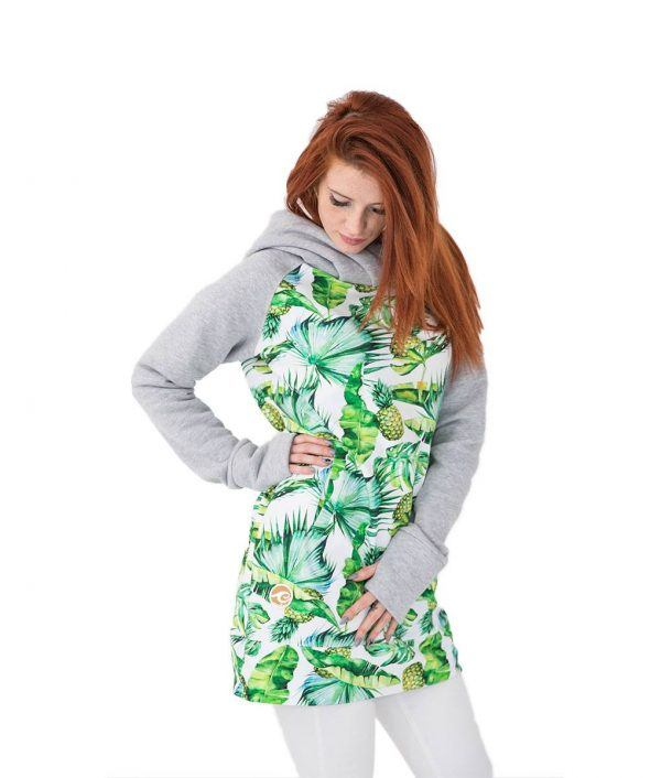 Tropikalna bluza w ananasy - na modelce