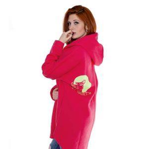 Różowa bluza kangurka - modelka